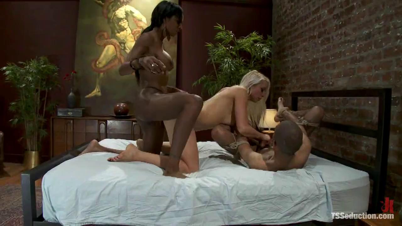Black Pussy Licking Threesome